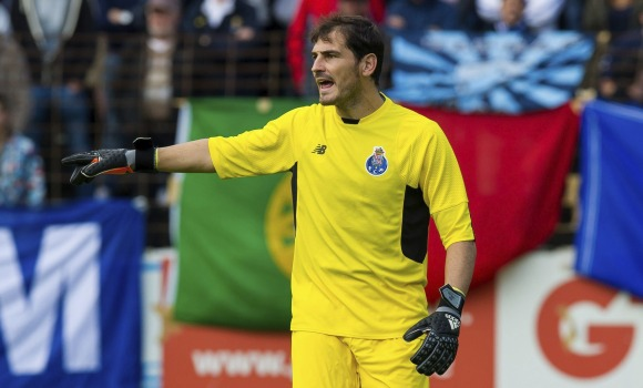 Casillas-senala-amistoso-reuters-2015.jpg