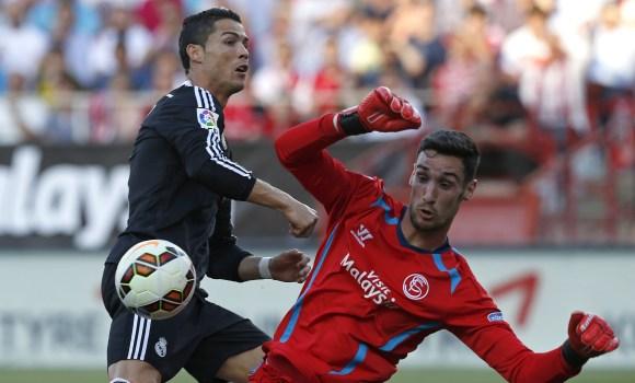 Sergio-Rico-CR7-Reuters-2015.jpg