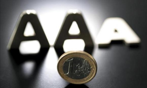 Una moneda al aire decide la fuerza política que gobernará en un municipio catalán