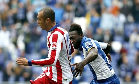 Un Atlético de Madrid con diez por la expulsión de Miranda se deja dos  puntos decisivos ante el Espanyol e8f7dbc9f2b5a