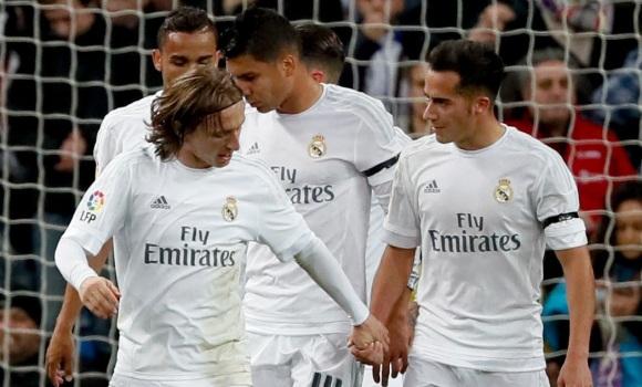 El Real Madrid se mantiene en la pelea por la Liga con un cómodo triunfo  sobre el Villarreal 450a1d5a4e3bf