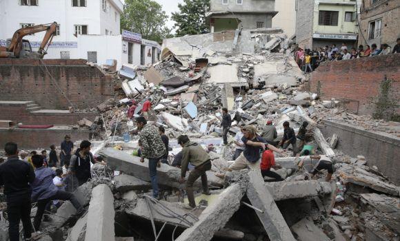Casi 2.000 muertos en Nepal - 310x