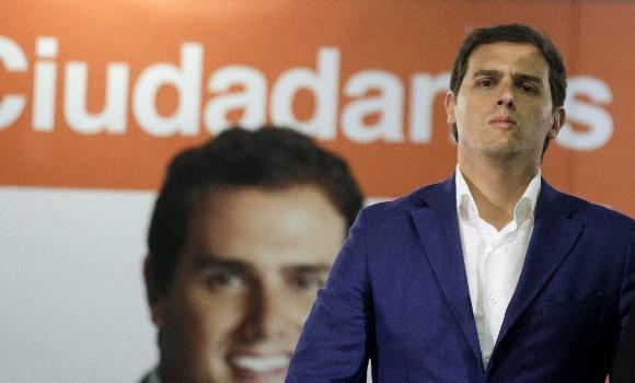 Rivera asegura que el PP se ha quitado porquería con las salidas de Figar y Victoria
