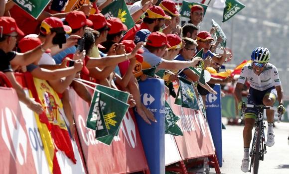Chaves repite triunfo y recupera el liderato