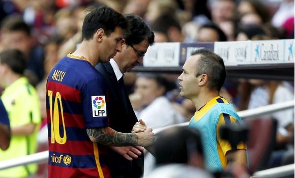 Messi-Iniesta-saludo-2015-EFE.jpg