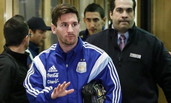 Messi-saluda-2015-argentina-hotel-efe.jpg