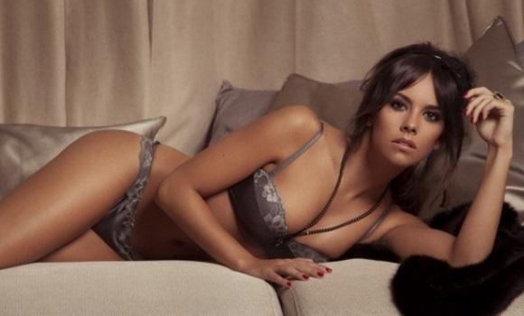 Cristina pedroche se indigna sobre su promesa de 39 hacer un for Eva isanta en ropa interior