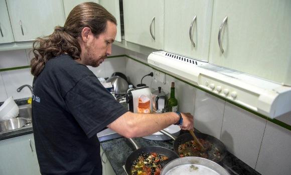 Cocinando | Asi Desconecta Pablo Iglesias Un Conocido Suyo Le Fotografia