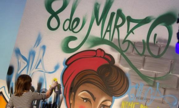 muro-8-marzo-efe.jpg