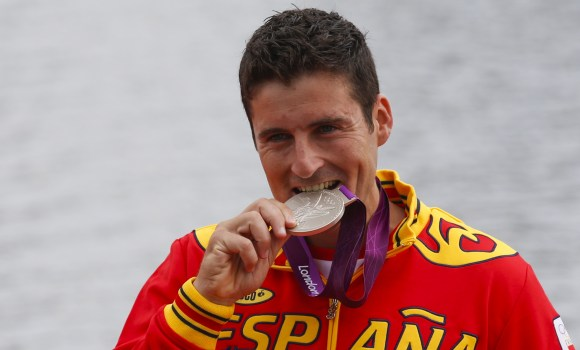 David-Cal-Muerde-medalla-2015-reuters.jpg
