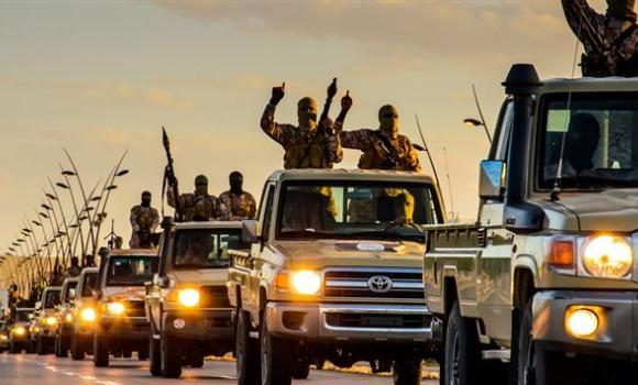 estado-islamico-desfile-militar-ei.jpg