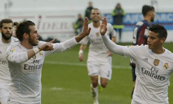 Bale-celebra-James-gol-eibar-2015-REuters.jpg