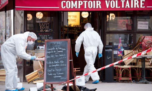 Los terroristas perpetraron la masacre organizados en tres equipos