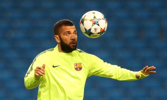 Un delantero para suplir a Alves