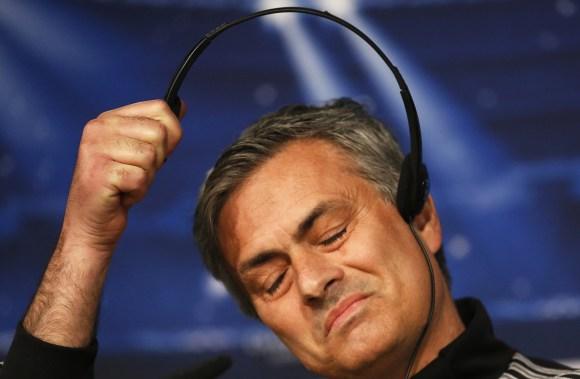 Mourinho-auriculares-RP-champions-2013-Reuters.jpg