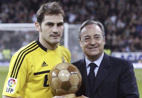 ¿Cuánto mide Iker Casillas? - Estatura real: 1,82 - Real height Florentino-casillas-premio-2011-efe