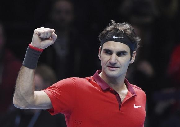 56a4b95d8a Federer no da opciones a Nishikori y acaricia las semifinales en Londres
