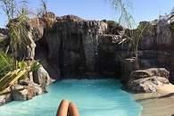 Raquel Bollo, en su piscina de Sevilla - 195x130