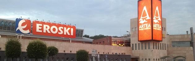 Eroski vende inmuebles por 161 millones y negocia traspasar hípers a Carrefour