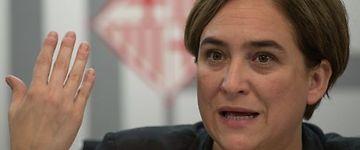 Ada Colau negocia con los bancos la cesión a Barcelona de 1.400 viviendas