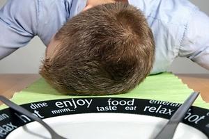 ¿Por qué comer nos da sueño?