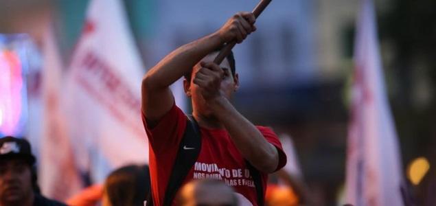 brasil-manifestante-rousseff-efe-635x300.jpg