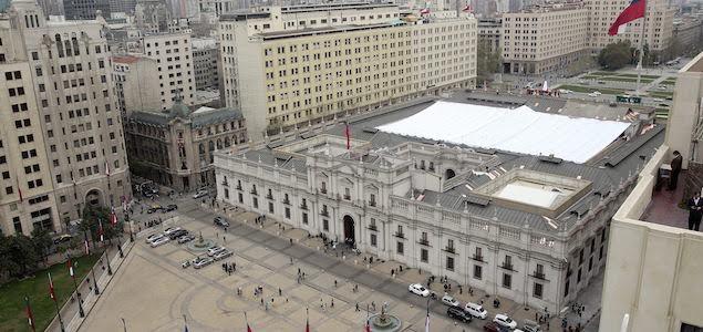 Estudiantes irrumpen en La Moneda contra la reforma educativa de Bachelet