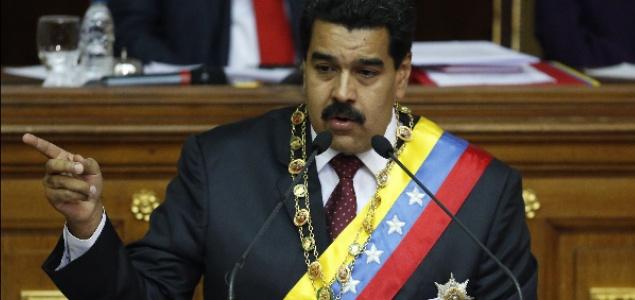 maduro-senala-Asamblea-635-Reuters.jpg