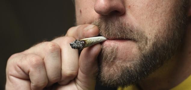 Fumar-marihuana-porro-635-iStock.jpg