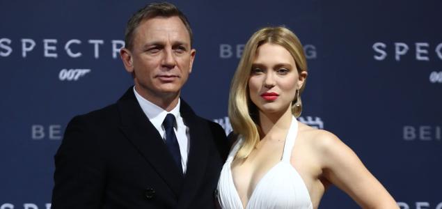 India censura los apasionados besos de la �ltima pel�cula de James Bond