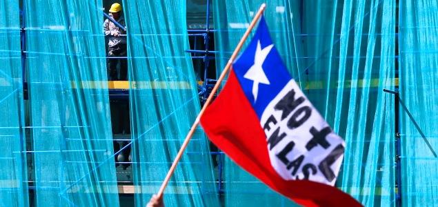 chile-bandera-trabajo-construccion-reuters.jpg