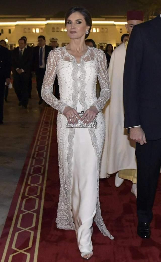 letizia, la novia de marruecos: deslumbra con su vestido joya de