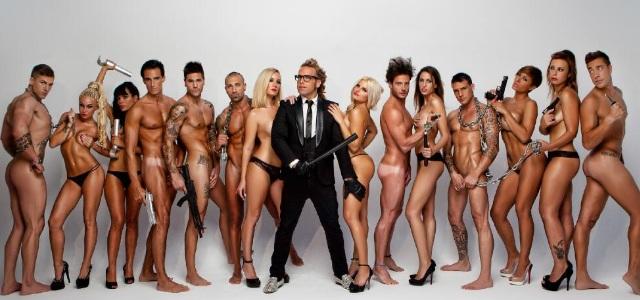 mujeres y hombres desnudos