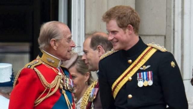 """El príncipe Harry despide a su abuelo, Felipe de Edimburgo: """"Sé que ahora  nos diría, cerveza en mano, ¡vamos, adelante!"""" - Informalia.es"""