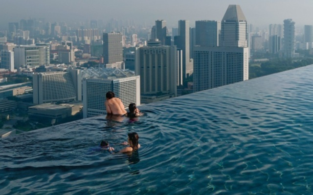 Los nueve tejados m s impactantes del mundo piscinas for Fotos de piscinas infinity