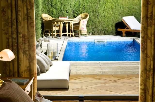 Mar flores y el as sacal as es el lujoso hotel en el que for Piscinas merino