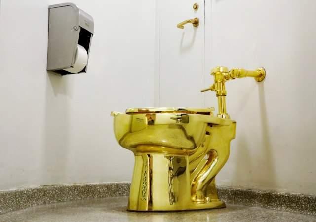 retrete-oro-donal-trump-museo--Guggenheim-efe-1.jpg