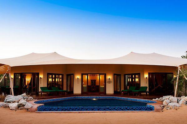 un hotel de lujo en el desierto dubait