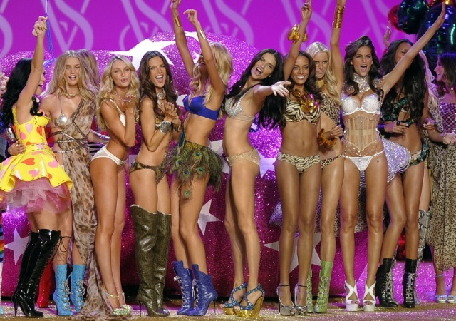 Los ángeles de Victoria, sin bikini