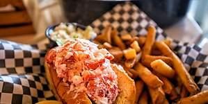 La moda del Lobster Roll en España: un perrito caliente de langosta