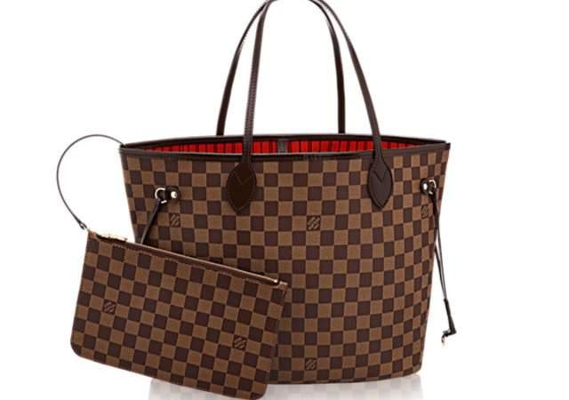 d6d0ab85bc56 Abuelas que utilizan bolsos Louis Vuitton para hacer la compra ...
