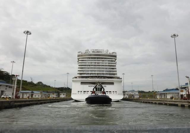 /imag/_v0/640x450/f/5/1/canal-panama-crucero-efe-3.jpg