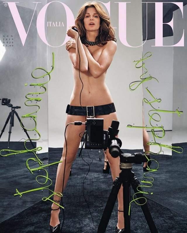 Claudia Schiffer Se Desnuda Para Vogue A Los 48 Años Informaliaes