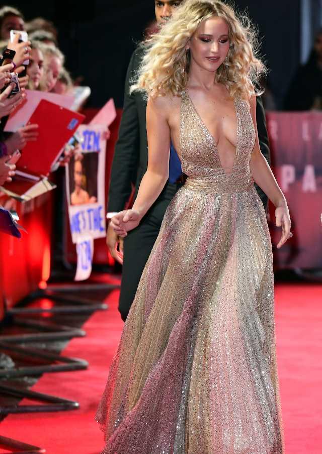 Jennifer Lawrence Se Despide Del Cine Con Un Escote De Infarto