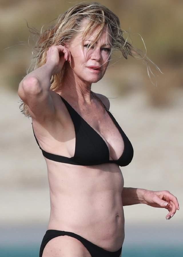 Melanie Griffith se pasea por Ibiza en bikini a sus 61 años y es clavadita a Gollum Melanie-ibiza7