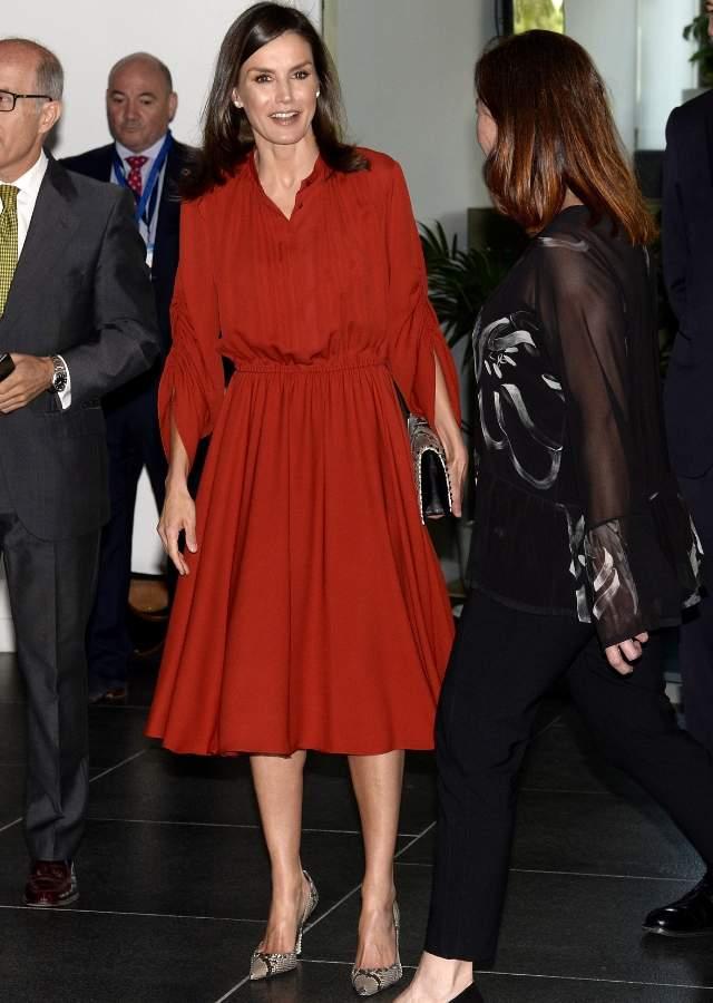 Letizia Lo Arriesga Todo En Mallorca Vestido Rojo Pitón Y