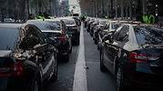 Varapalo al taxi en Barcelona: el juez anula la precontratación de una hora de las VTC