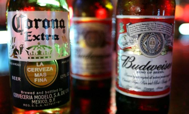 AB InBev prepara una oferta por su rival SABMiller para crear un gigante cervecero