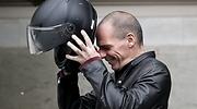 varoufakis-moto-casco.jpg
