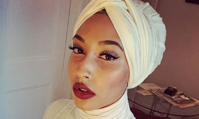 A chechen hijabi woman masturbating in webcam - 2 4